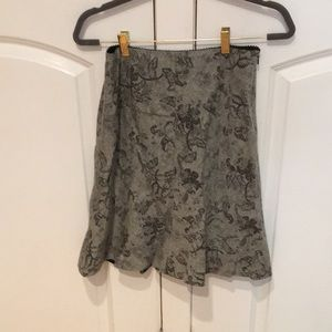 Ann Taylor gray flowered skirt